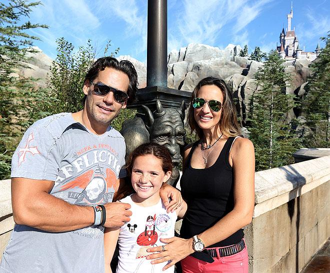 Cristian de la Fuente, Angélica Castro, Laura de la Fuente, Disney