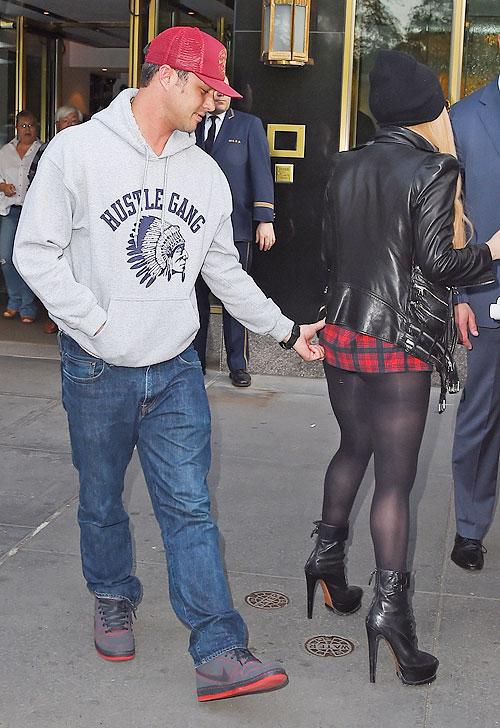 Lady Gaga, Taylor Kinney, Míralos