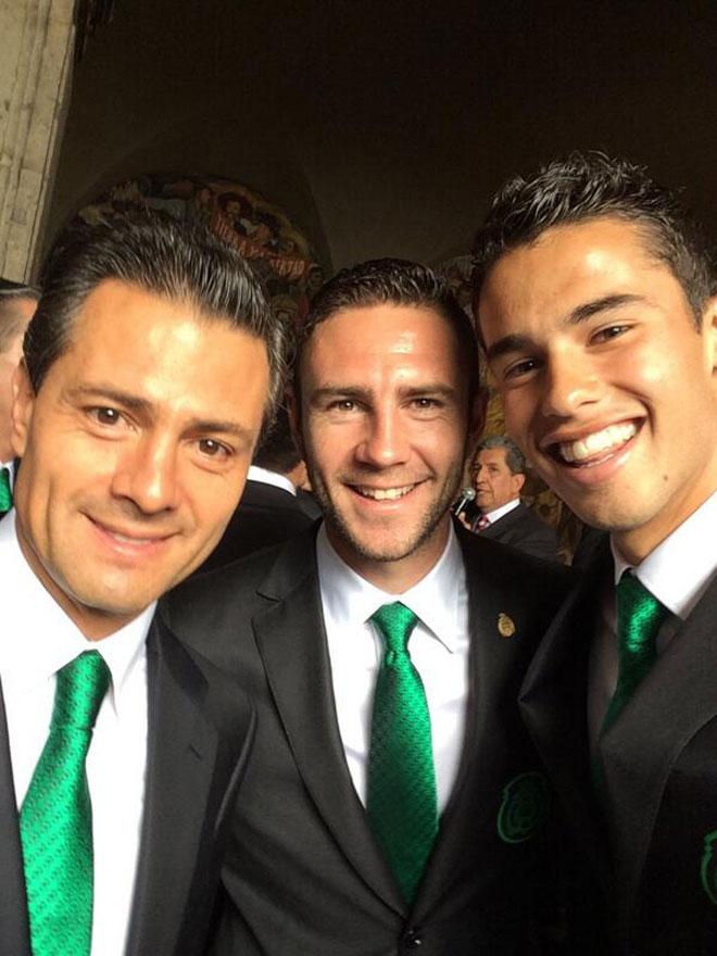 Enrique Peña Nieto, Miguel Layún, Diego Reyes