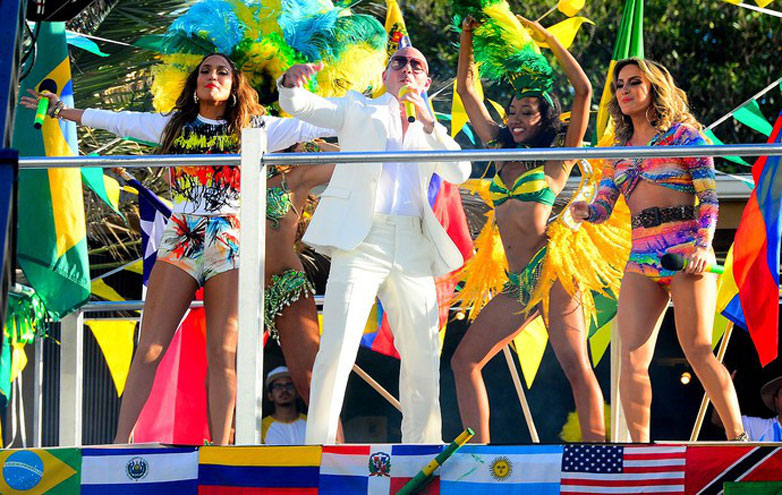 "J.Lo, Pitbull, Cláudia Leitte, ""We Are One"""