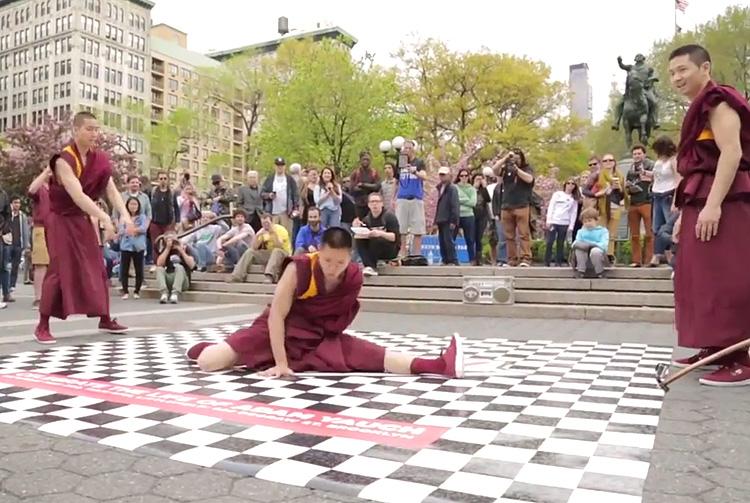 Monjes tibetanos, breakdance, MCA
