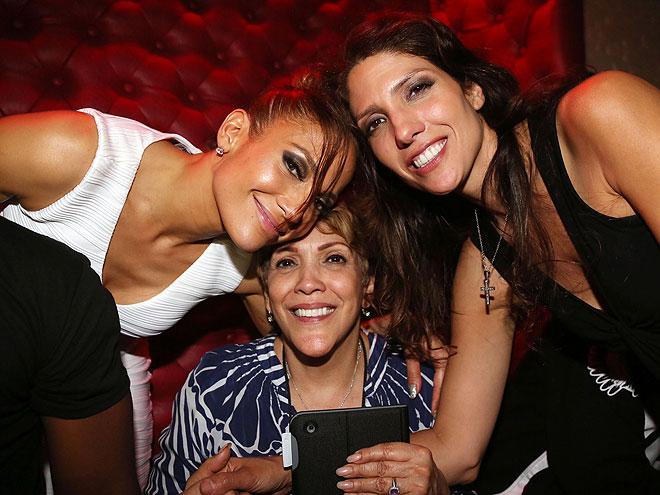 Jennifer López, Lynda López, Guadalupe Rodríguez, Míralos