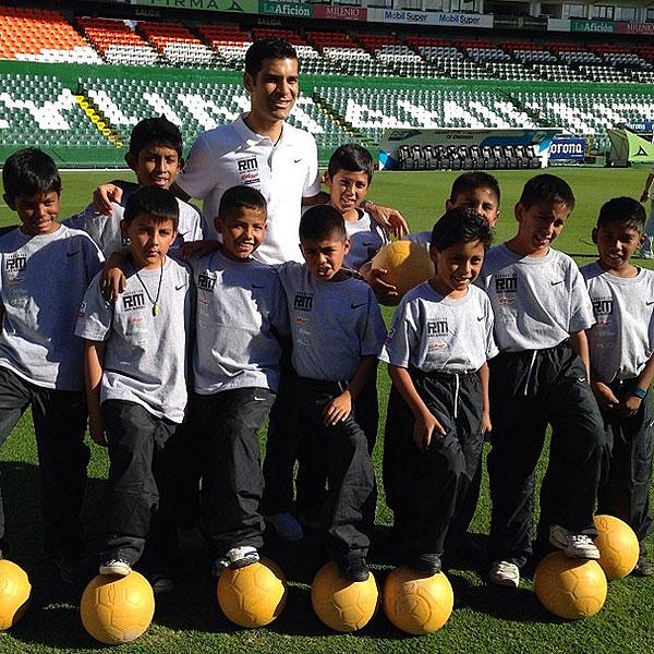 RAFA MÁRQUEZ, futbolistas solidarios