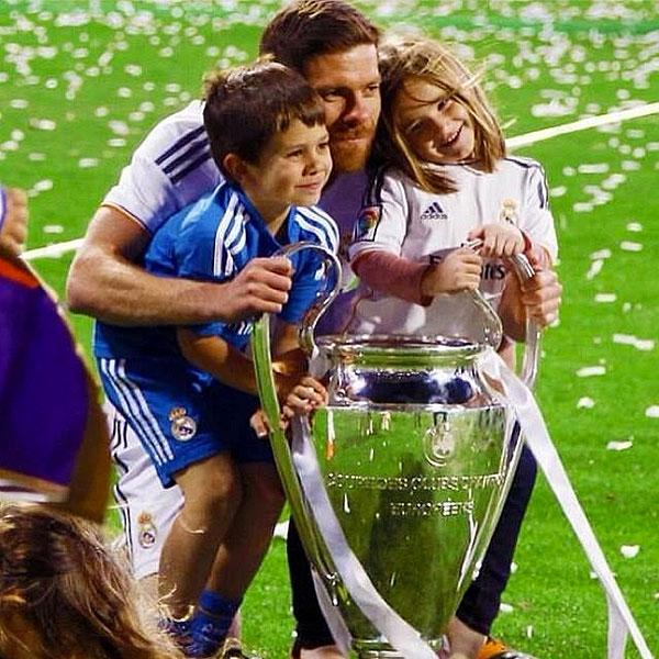Xabi Alonso, Papás Futbolistas