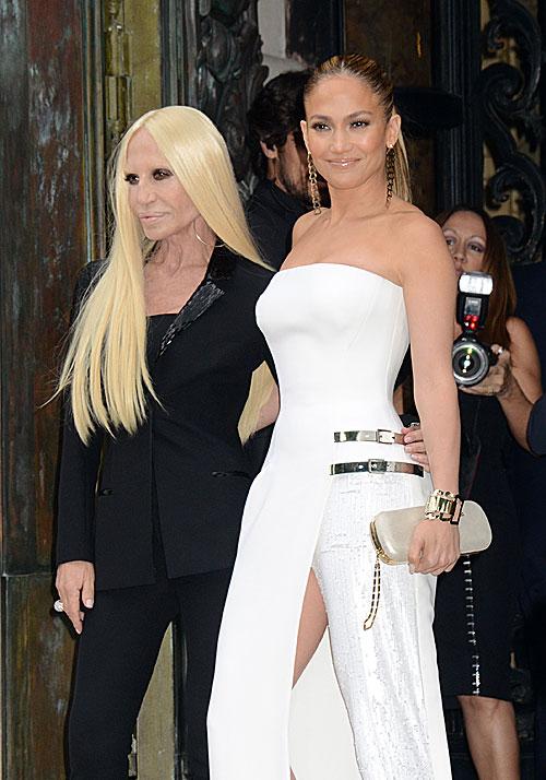 Jennifer López, Donatella Versace, Míralos