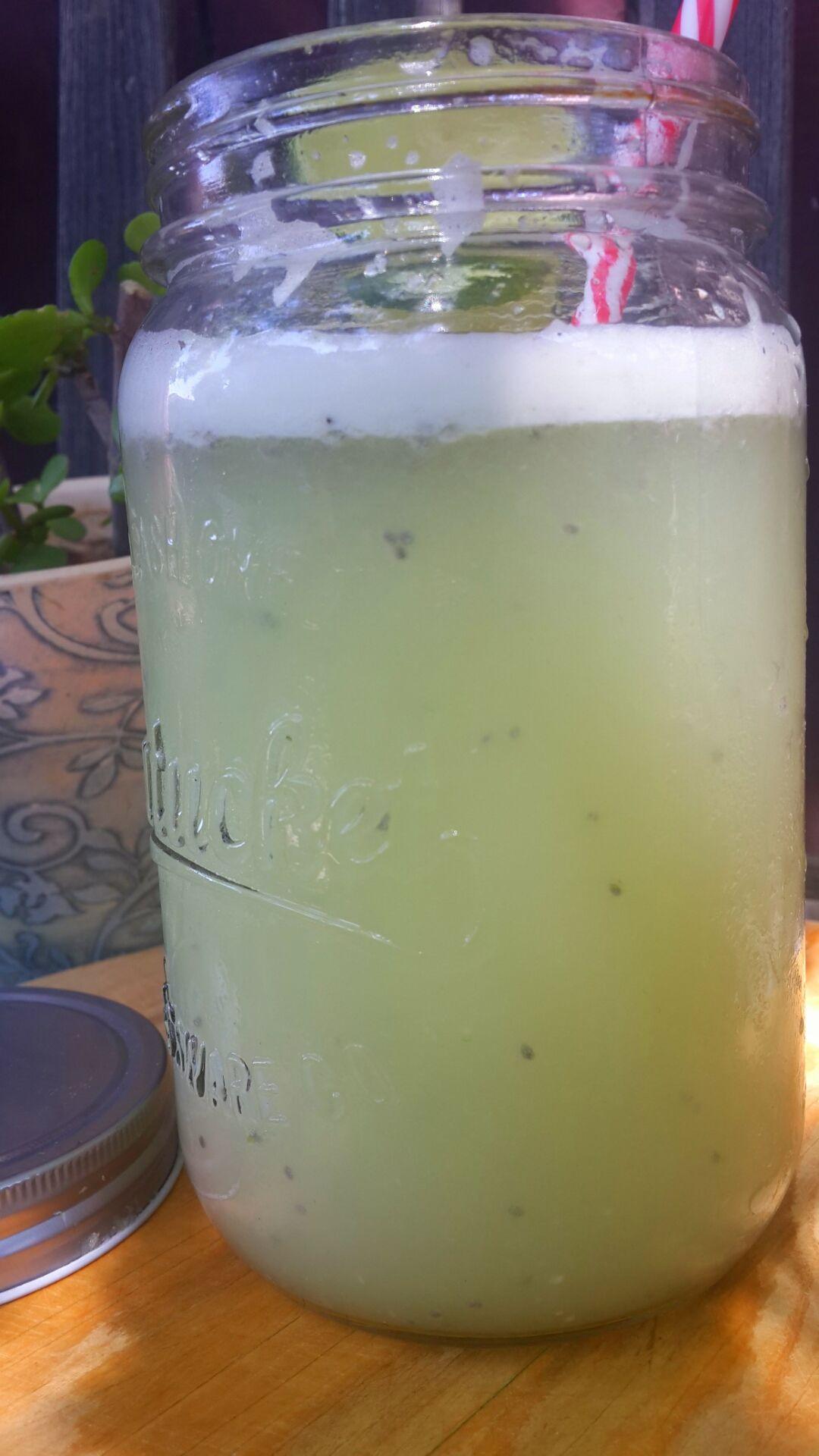 Agua de limón y chía