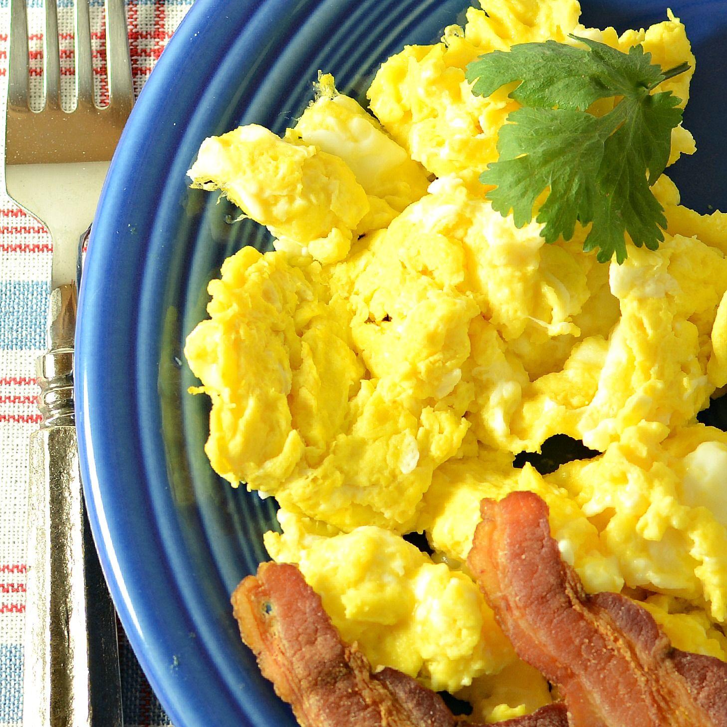 Huevos revueltos con mostaza