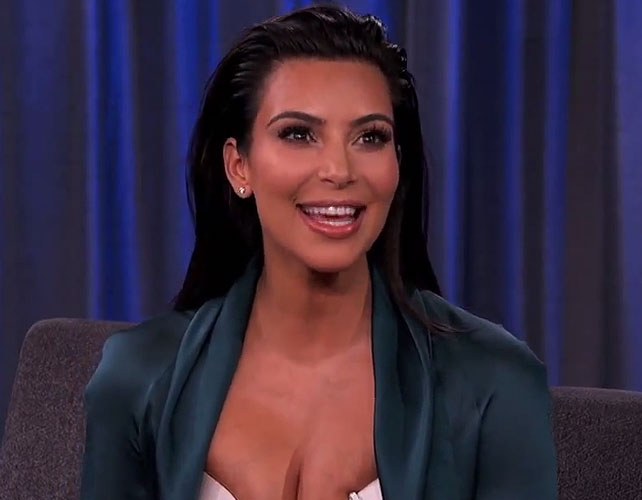 Kim Kardashian en competencia de pañales para articulo