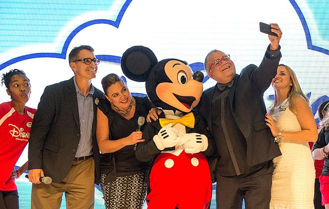 Jay Zavada, Monique Manso, Armando Correa, María Cecilia Toro, Mickey Mouse