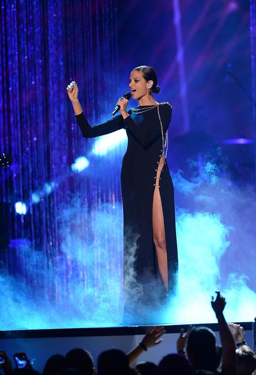 Premios Tu Mundo, El show en imágenes, Natalia Jiménez