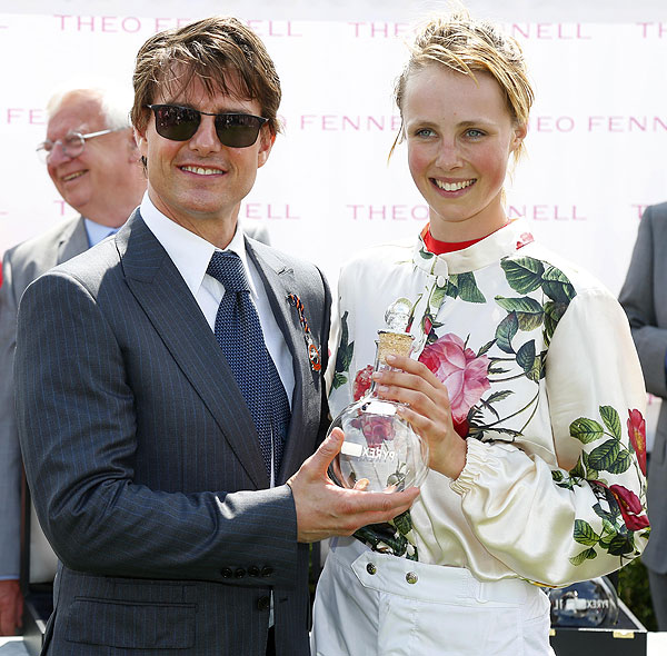 Tom Cruise, Edie Campbell, Míralos