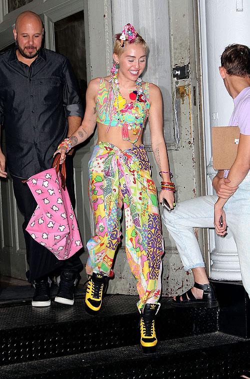 Miley Cyrus, Míralos