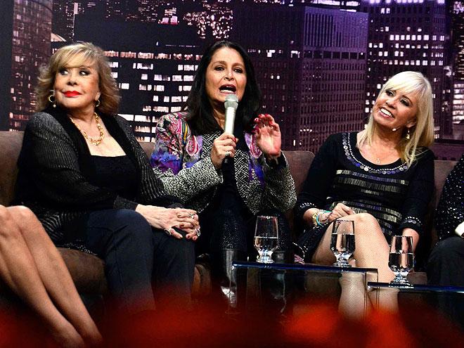 Daniela Romo, Silvia Pinal, Carla Estrada, Míralos