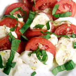 Ensalada de jitomate y queso mozzarella