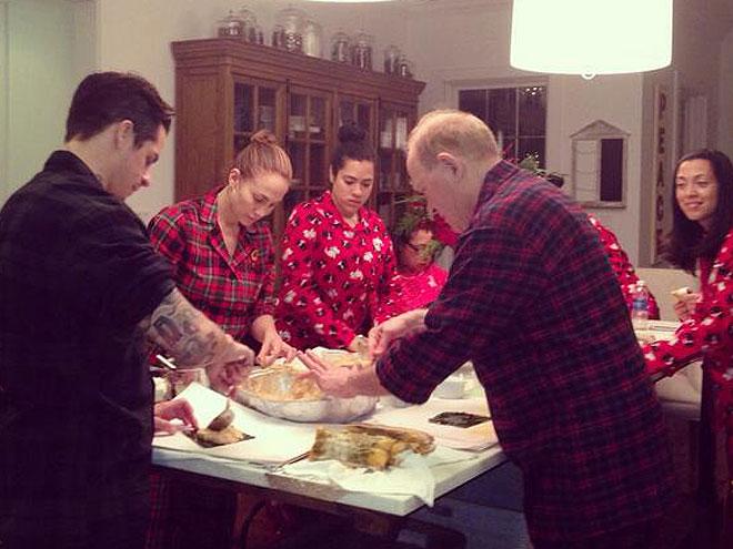 Jennifer López, Casper Smart, Puerto Rican traditions, Christmas, making pasteles