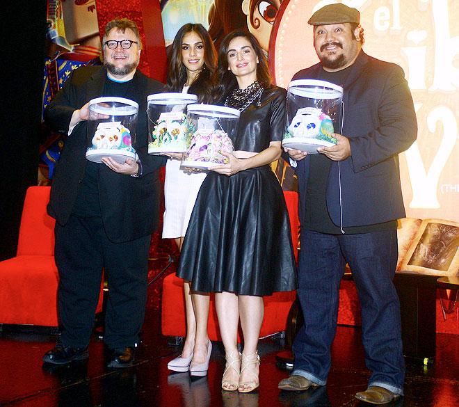 Guillermo del Toro, Sandra Echeverría, Ana de la Reguera, Jorge Martínez, Míralos