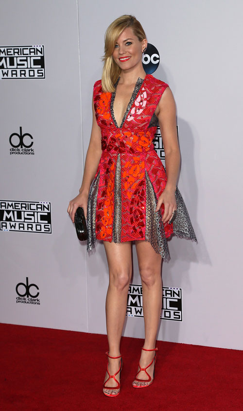 American Music Awards, Elizabeth Banks
