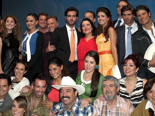Michelle Renaud, Pablo Lyle, Thelma Madrigal, Susana González, Alexis Ayala, Míralos