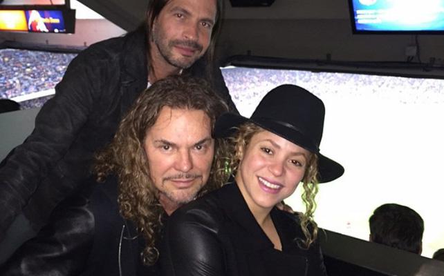 Shakira, Fher Olvera y Sergio Vallín.