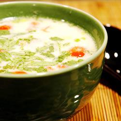 Sopa de pollo tailandesa