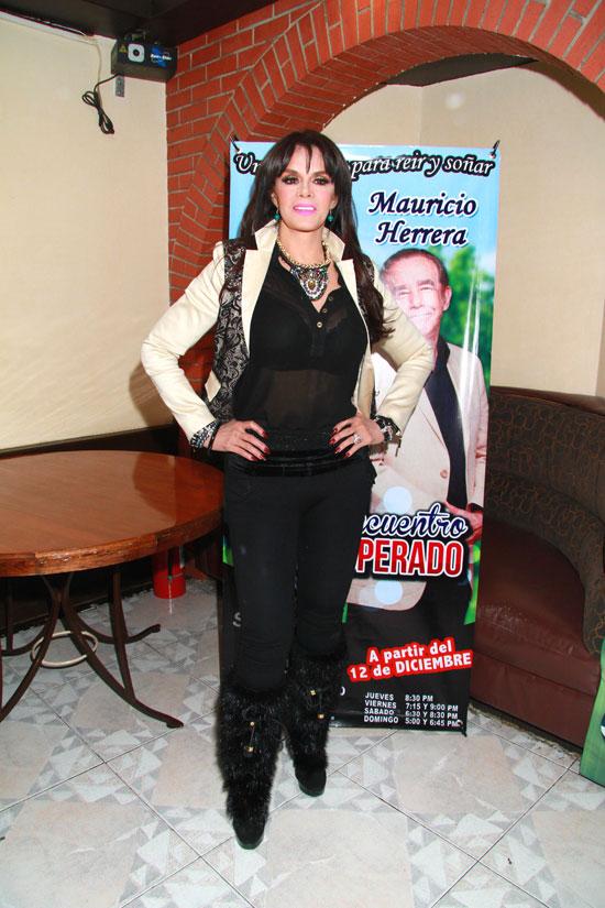 Miralos, Lucía Méndez