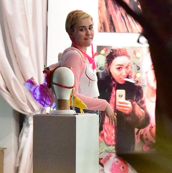 Míralos, Miley Cyrus