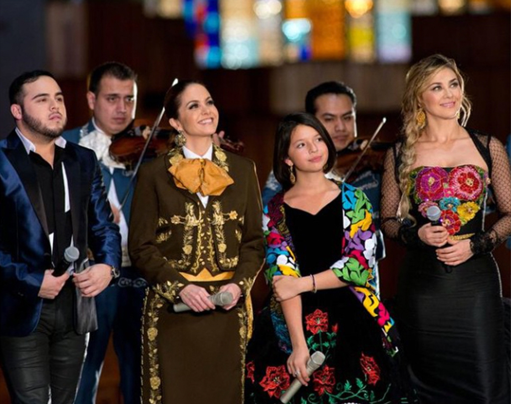 Famosos le cantan a la Virgen de Guadalupe