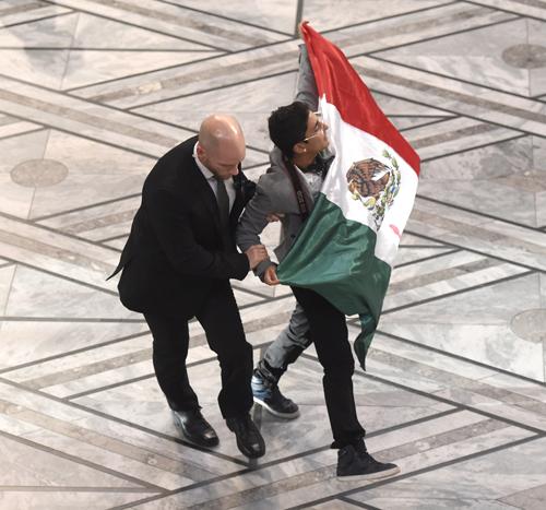 Mexicano Interrumpe Premio Nobel
