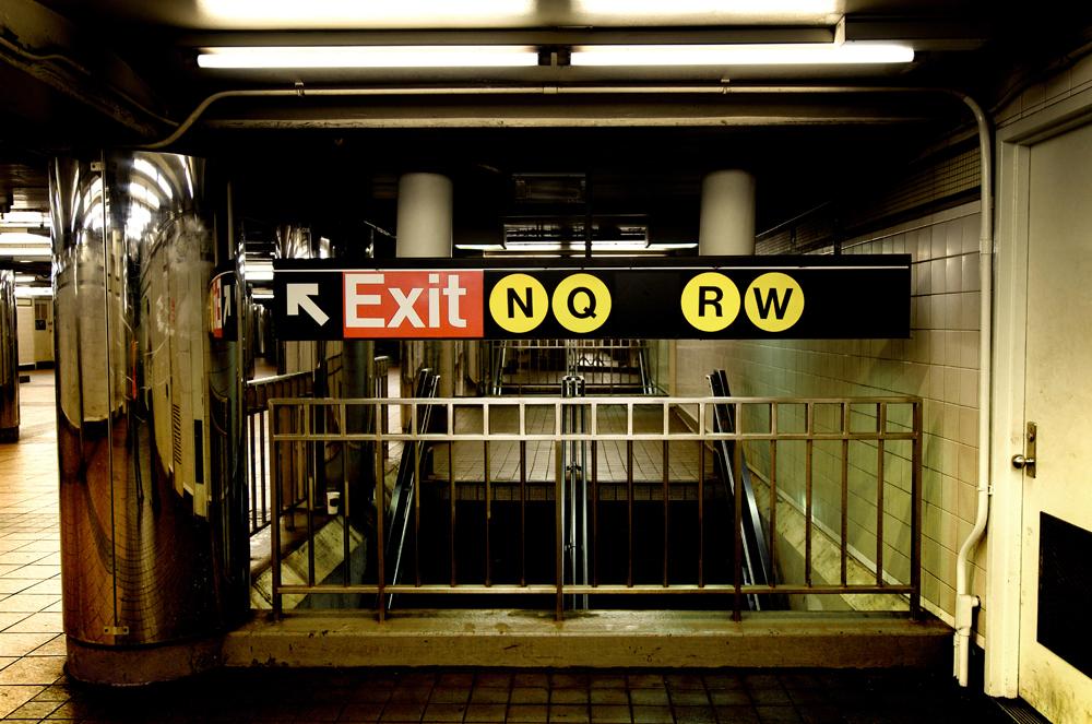 Pareja contrae matrimonio en el metro de NY
