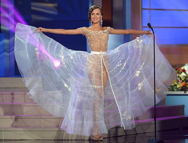 Patricija Belousova, Miss Universo 2015,