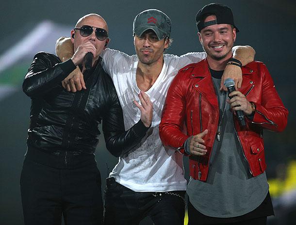 Pitbull, Enrique Iglesias, J Balvin, Míralos