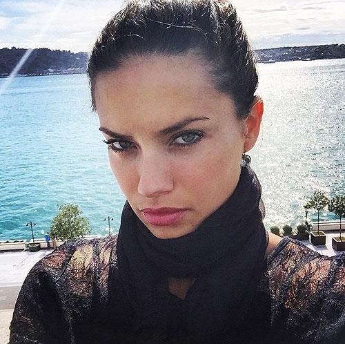 Adriana Lima, Instagram