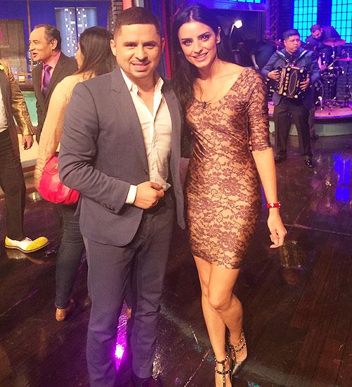 Larry Hernández, Aislinn Derbez, Míralos