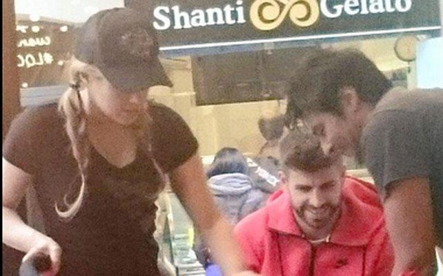 Shakira y Piqué con Sasha
