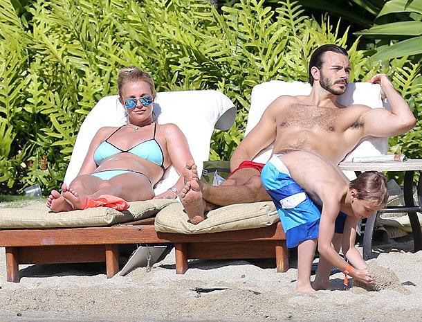 Britney Spears, Charlie Ebersol, Míralos