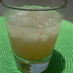 Ginebra con jugo de toronja (perro salado)