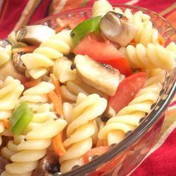 Ensalada italiana de pasta y verduras