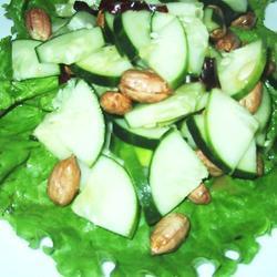 Ensalada de pepino y cacahuate