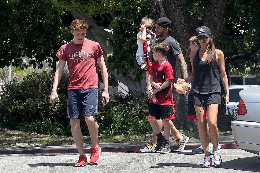 Daviod Beckham, Cruz, Romeo, Brooklyn, Victoria Beckham, Míralos