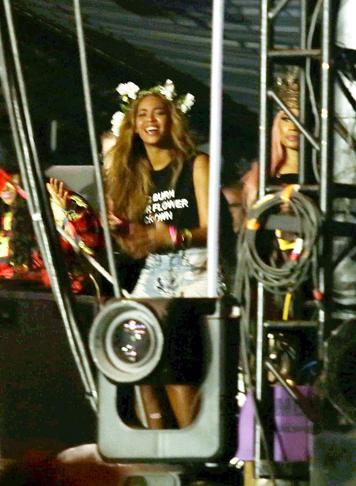 Beyoncé, Nicki Minaj, Míralos