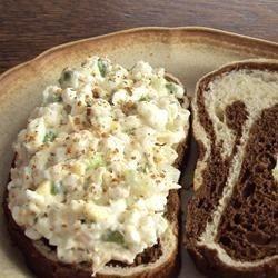 Ensalada de atún con huevo y queso cottage