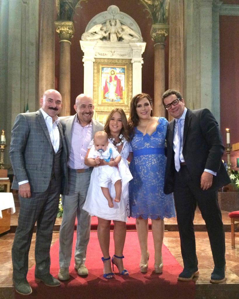 El bautizo del hijo de Angélica Vale