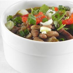 Sopa de frijol con costillas de puerco