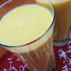 Licuado de mango con yogurt y crema de coco