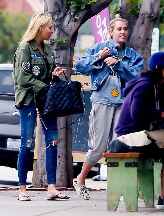 Miley Cyrus, Tish Cyrus, Míralos