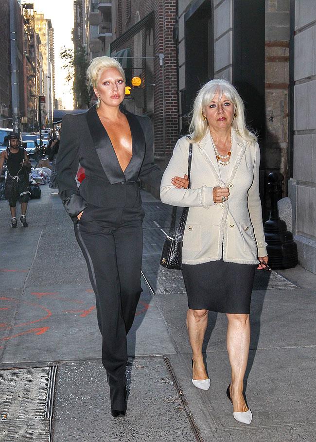 Lady Gaga, Cynthia Germanotta, Míralos