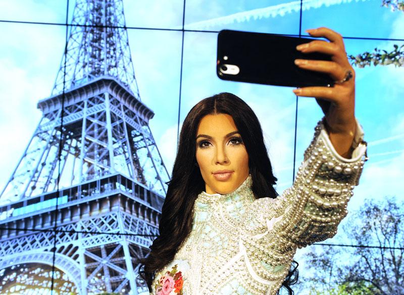 Kim Kardashian estatua de wax para articulo