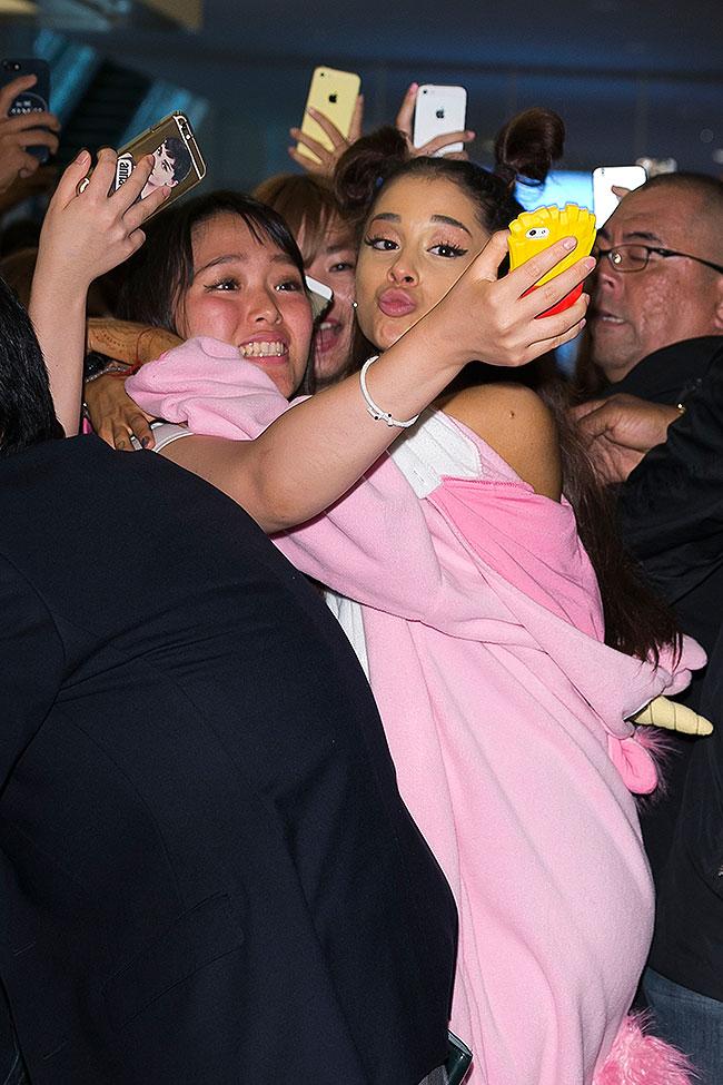 Ariana Grande, Míralos