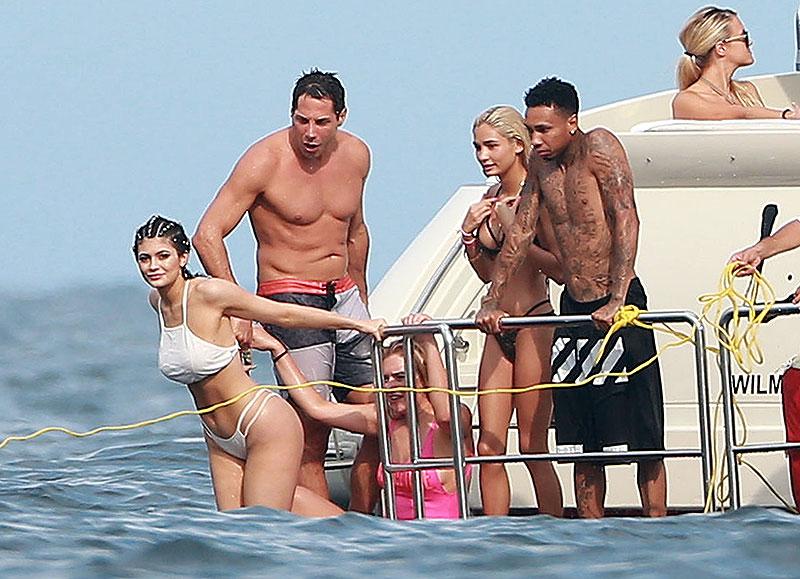Kylie Jenner, Tyga, Míralos