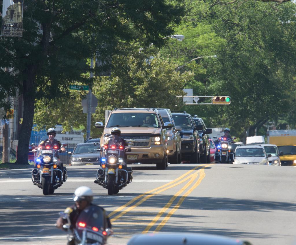 Policía escolta la carrosa fúnebre de Bobbi Kristina